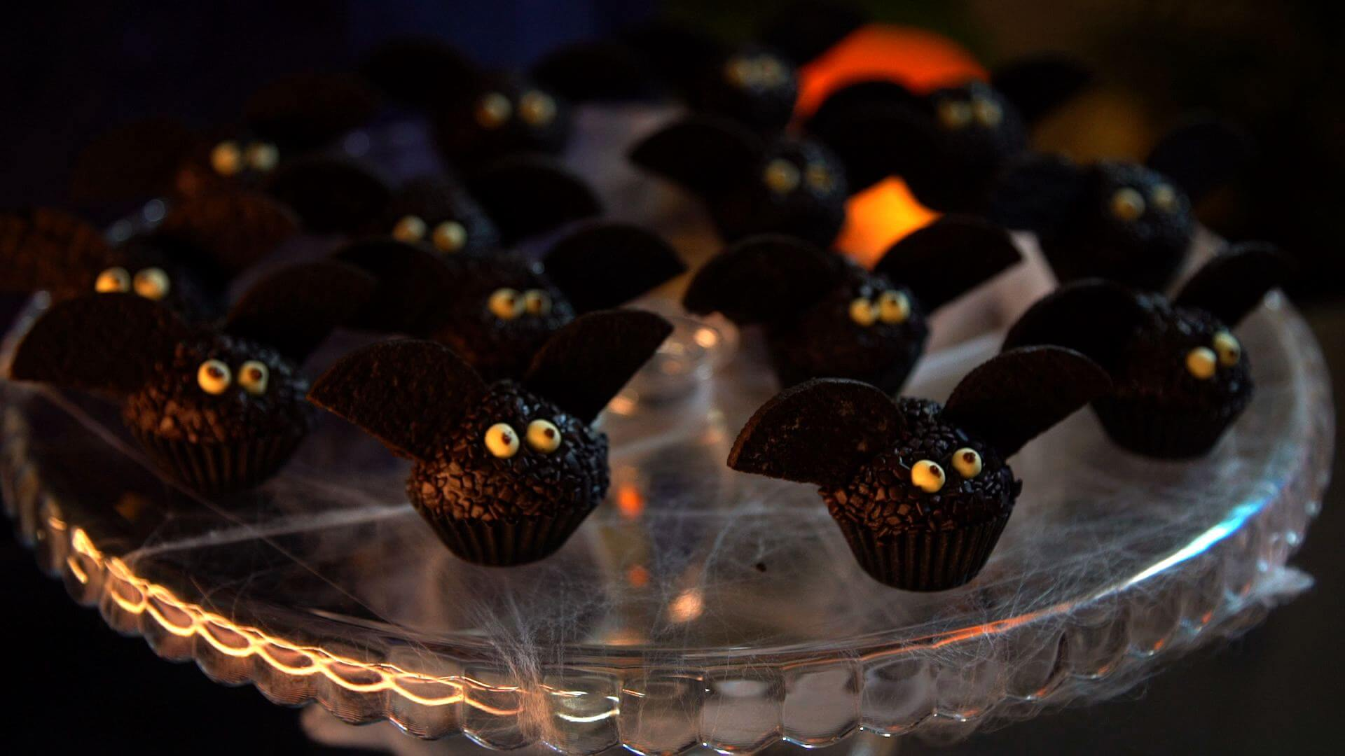 "Bat ""Brigadeiros"" Halloween food ideas"