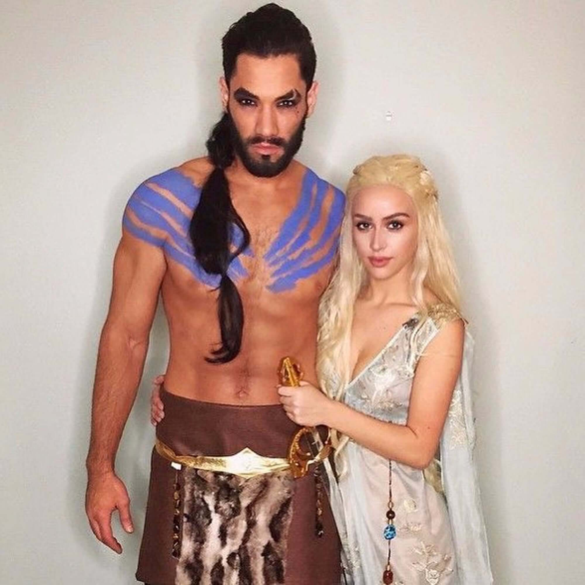 Game-of-Thrones-funny-halloween-costume-for-couple
