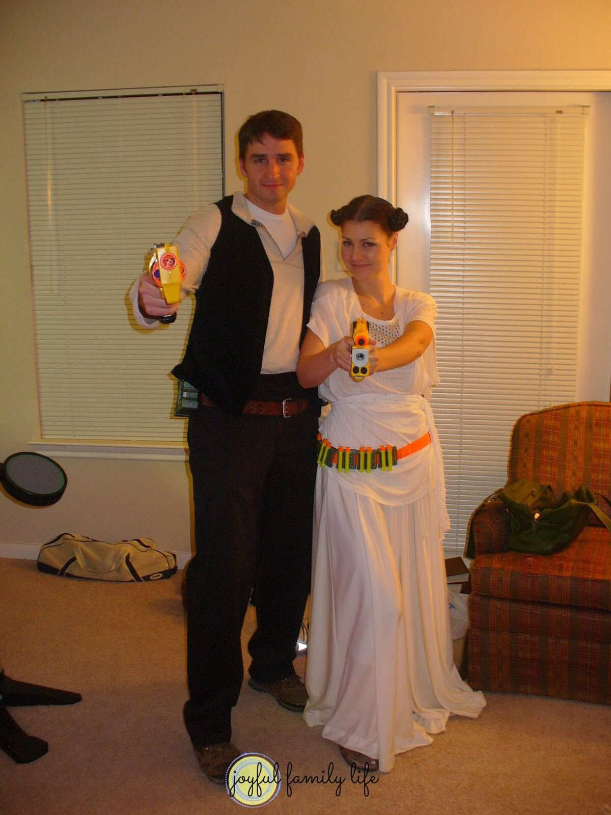 Han-and-Leia-funny-halloween-costume-for-couple