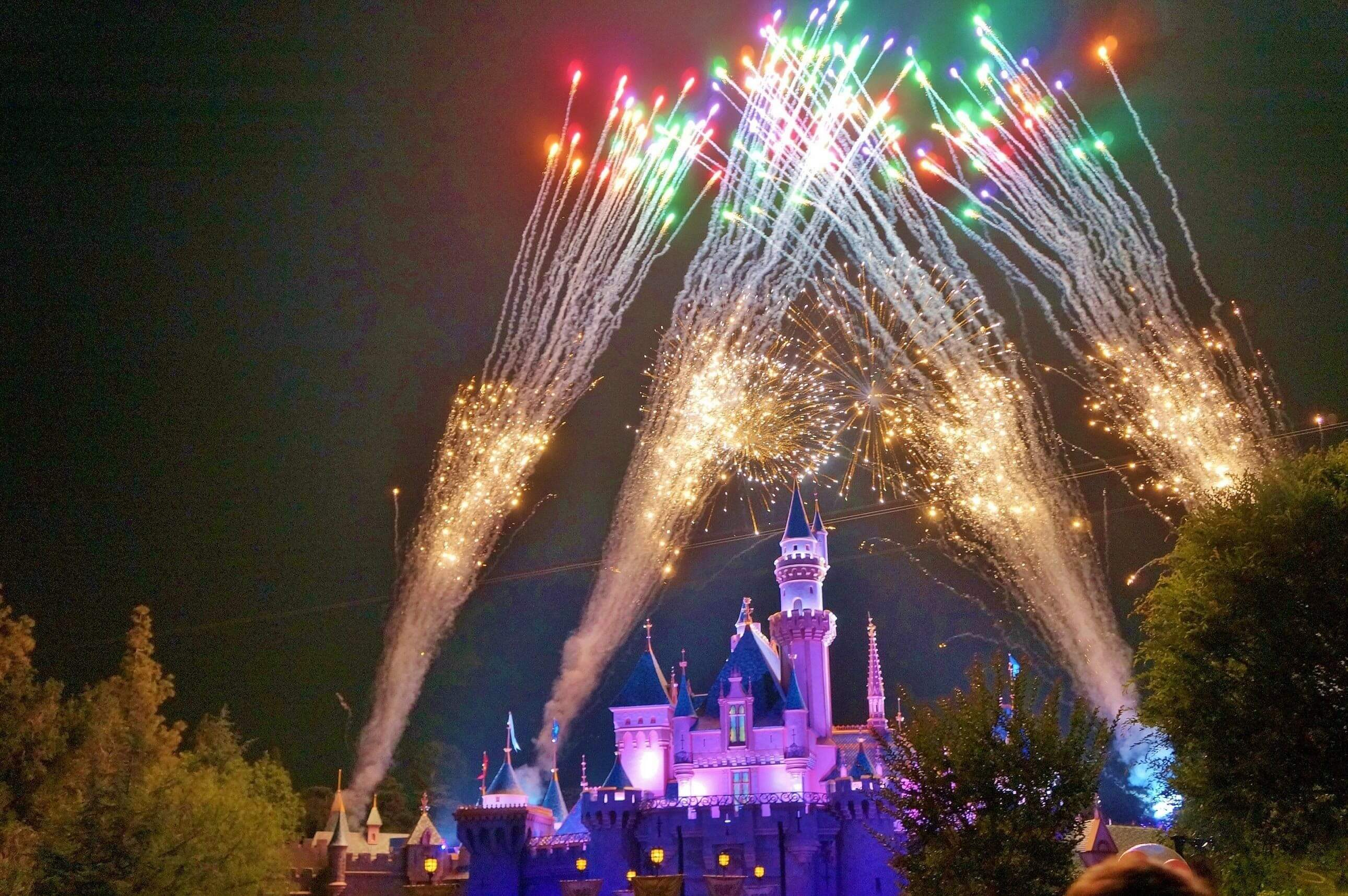 fireworks mainstreet usa Things to do in disneyland