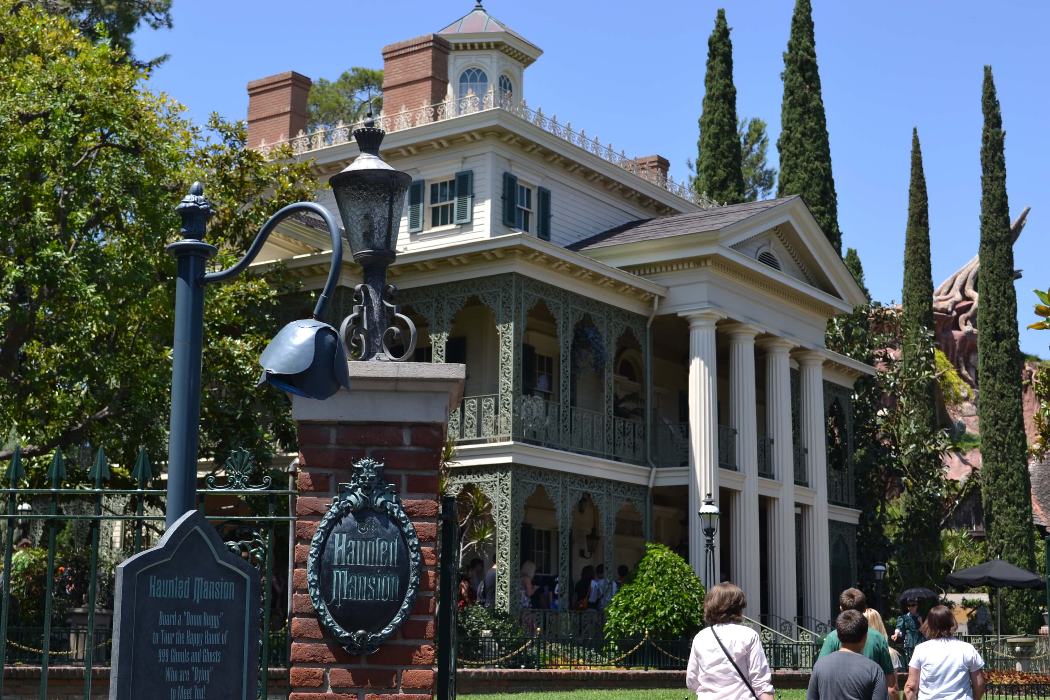 haunted mansion Things to do in disneyland