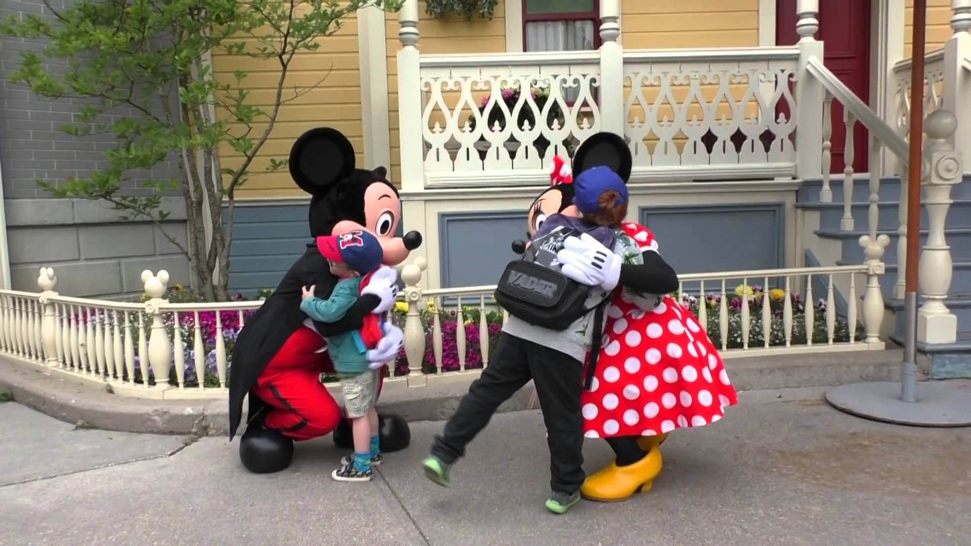 mickey mouse hug disneyland