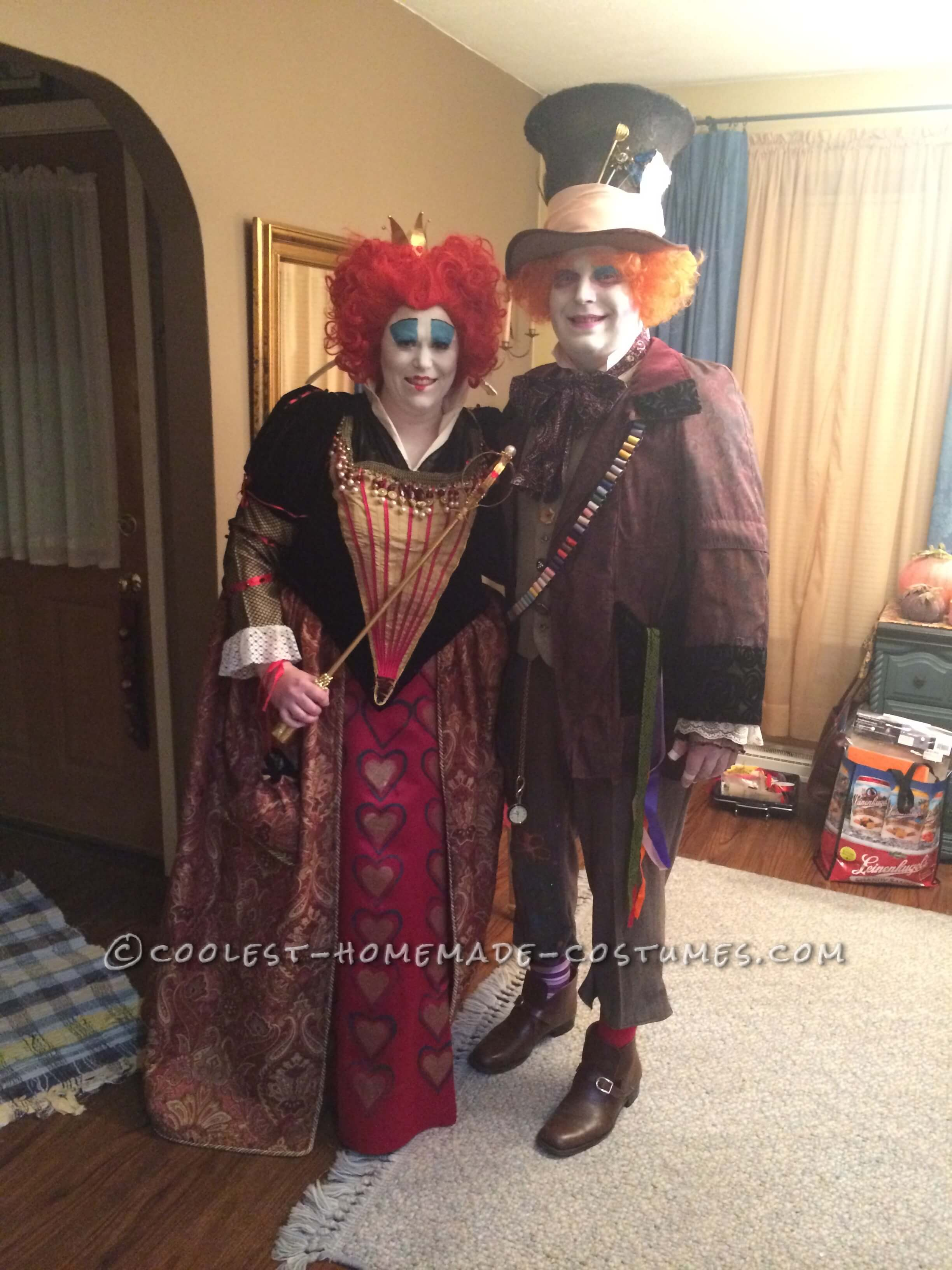 red queen and mad hatter funny halloween costume for couple
