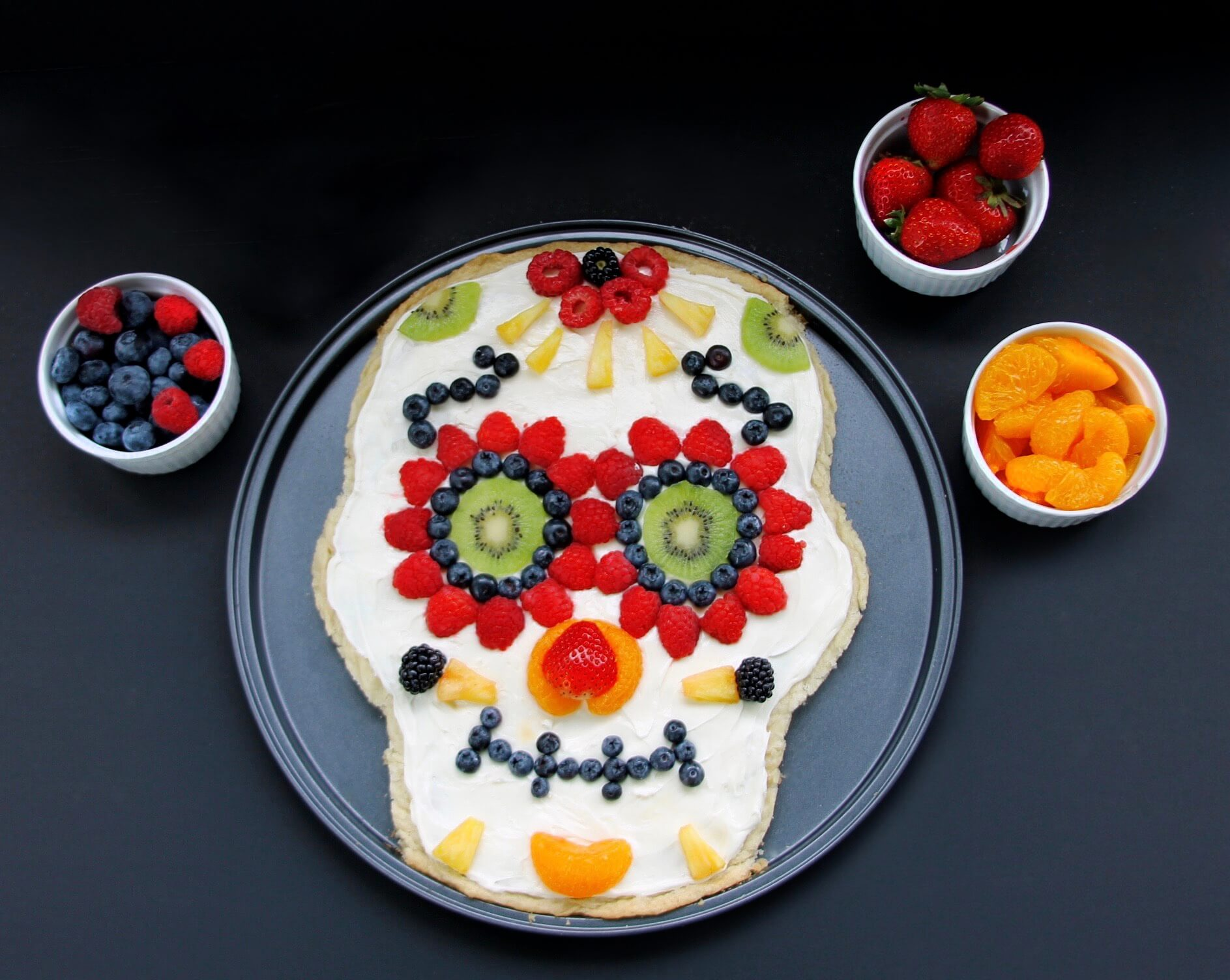 skull fruit pizza halloween food ideas
