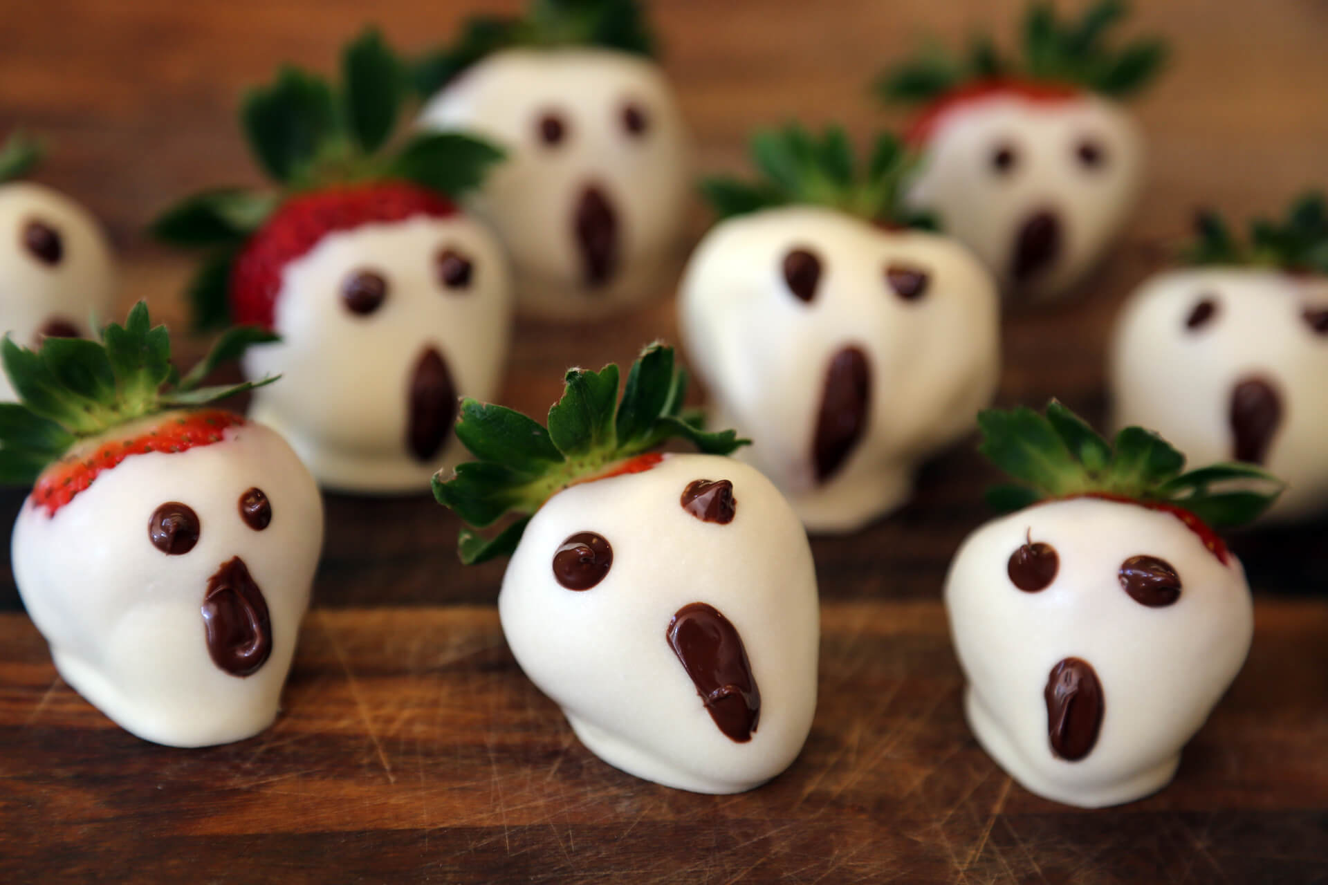 white chocolate dipped strawberry halloween food ideas
