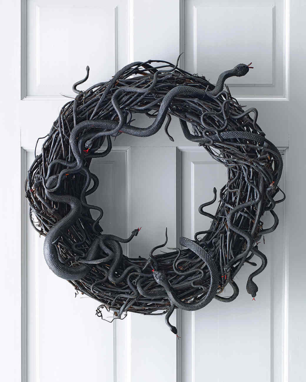 Wriggling snake wreath.