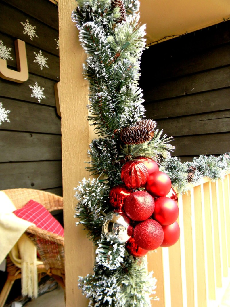 Garland front porch Christmas decorations ideas for home