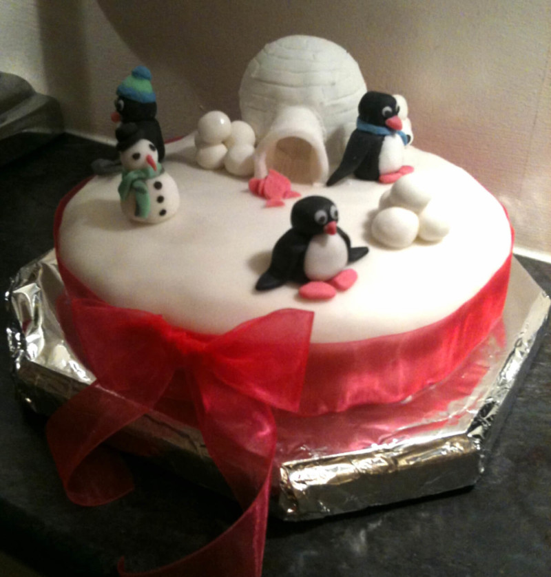christmas cake ideas igloo penguine