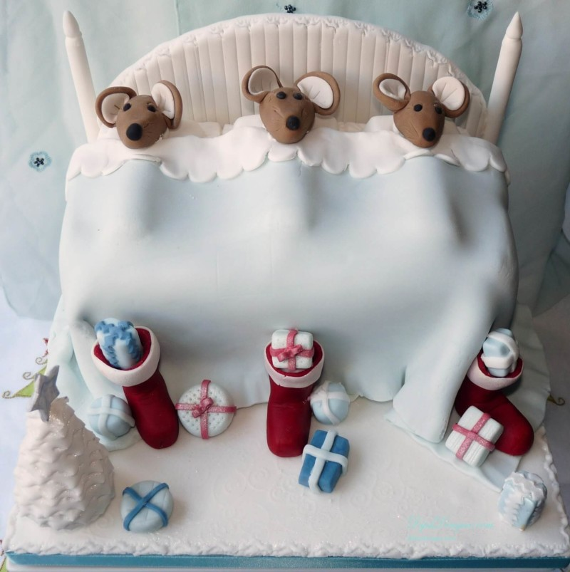 christmas cake ideas mouse bed