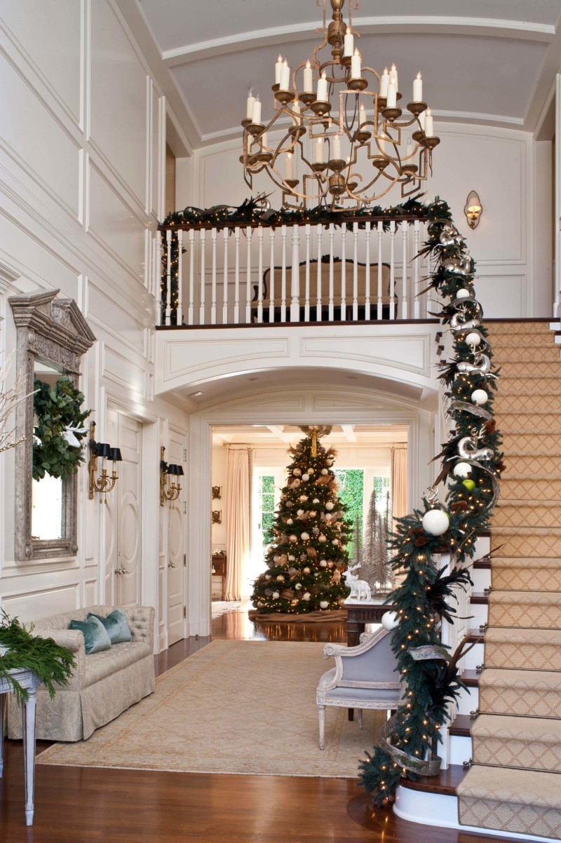 garland staircase Christmas decorations ideas for home