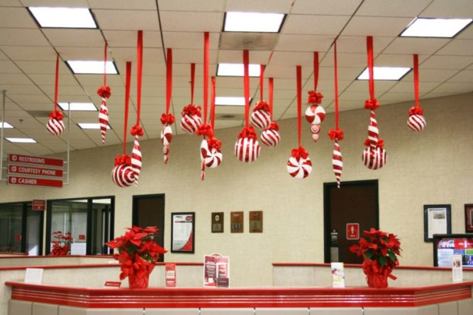 hanging office Christmas decorations ideas for office