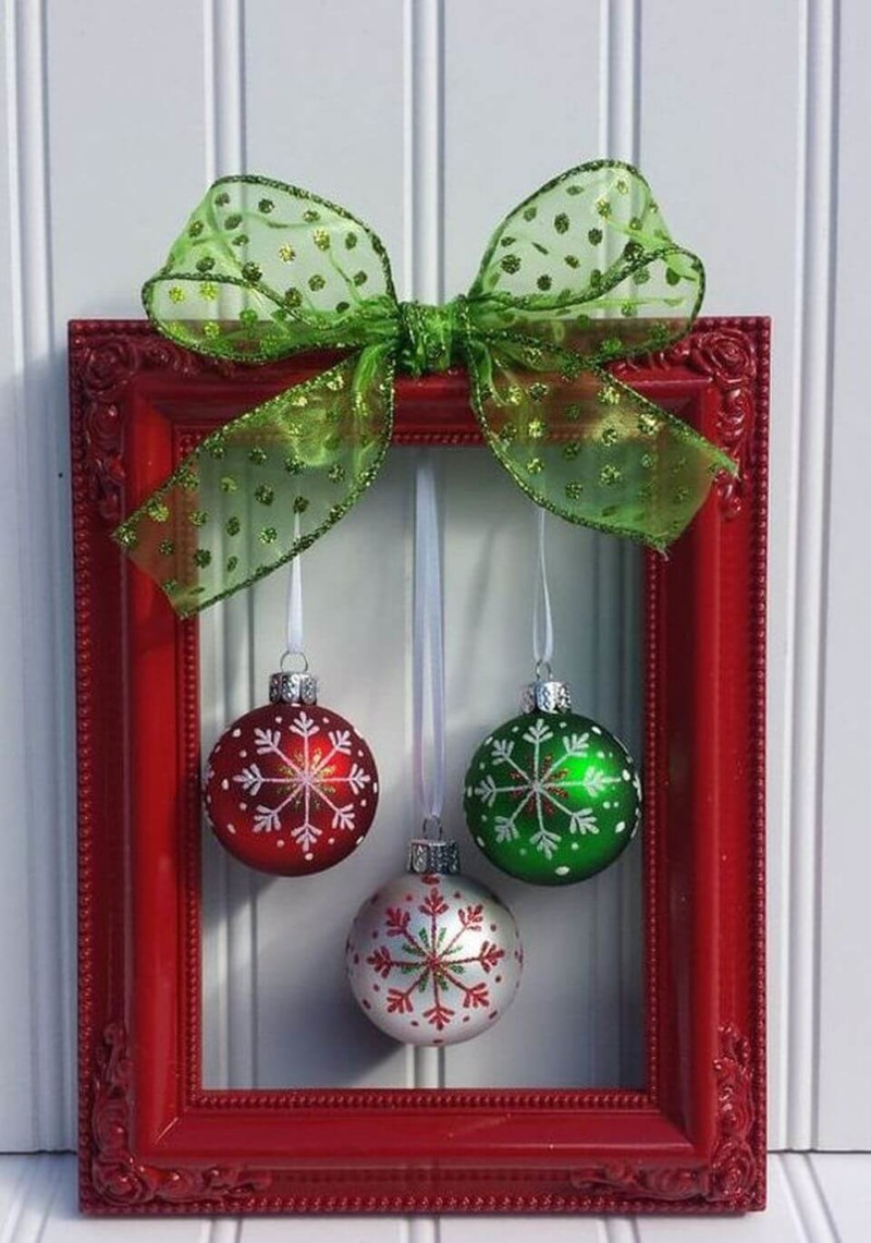 shiny bells on door Christmas decorations ideas for home