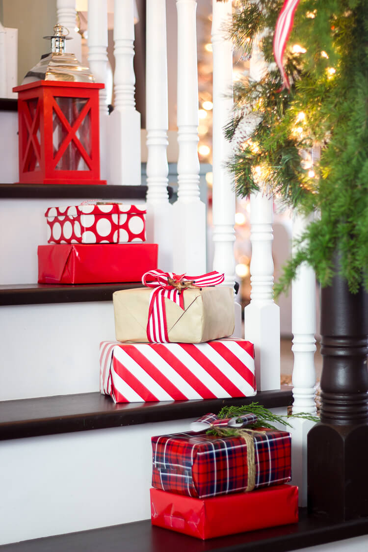 stairs Christmas decorations ideas for home
