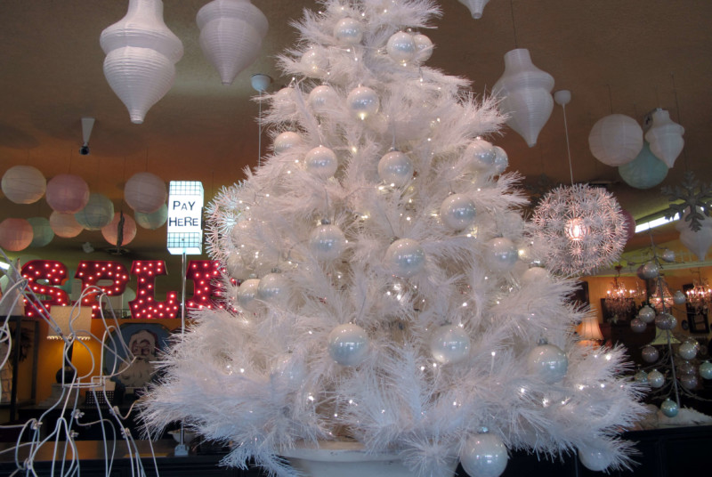 white amazing christmas tree decoration